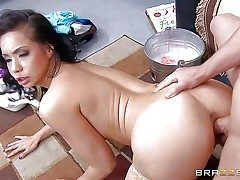 Kimmy Lee is a unsafely kinky exotic Mummy with big