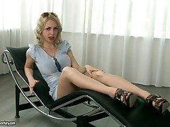 Provocative blonde anent appetizing ass Isabella Clark in the interview instalment