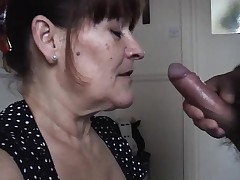 Mature wife takes a huge sucky-sucky juice pied
